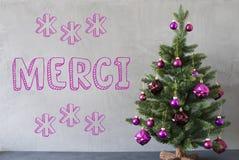 Julgranen cementväggen, Merci hjälpmedel tackar dig Royaltyfri Foto