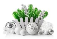 Julgranen med vit klumpa ihop sig garnering Royaltyfri Fotografi