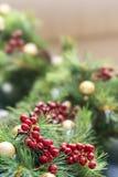 Julgranen och dess prydnader dekorerade väl lokaliserat i Bandung, Indonesien royaltyfri fotografi