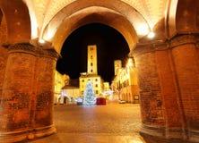 Julgranen på stad kvadrerar. Alba Italien. Fotografering för Bildbyråer