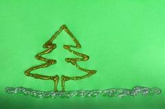 Julgranen som göras av skinande, stelnar Arkivfoto