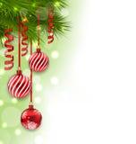Julgranfilialer och glass bollar, kopieringsutrymme för din text Arkivfoto