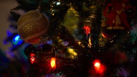 Julgrangarneringar och girland stock video