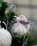 Julgranhantverkgarneringar på frunch Royaltyfri Foto