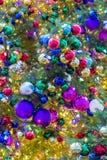 Julgranljus och prydnader Arkivbild