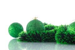 Julgranprydnader och bollar Royaltyfri Foto