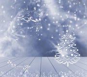 Julgranren och snö på blå bakgrund Blå tom trätabell som är klar för din produktskärmmontage lycklig ferie Royaltyfri Bild