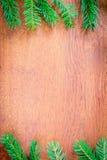 Julgranträd på ett träbräde Royaltyfri Bild