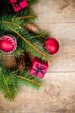 Julgrantree med garneringen Royaltyfria Bilder