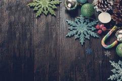 Julgrantree med garneringen tonat foto Arkivbilder