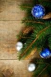 Julgrantree med pinecones och garneringar Royaltyfri Bild