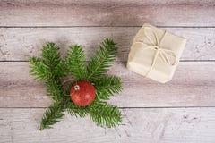 Julgrantree på ett träbräde Royaltyfria Bilder
