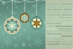 Julhälsningar i många språk på retro julbakgrund Arkivfoton