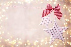 Julhälsningkort med lantliga garneringar för jul Royaltyfri Bild