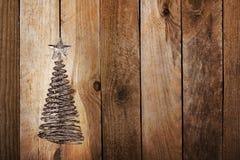 Julhälsningskort med guldmetallgran Arkivfoto