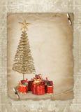 Julhälsningskort med guldmetallgran Fotografering för Bildbyråer