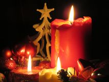 Julhöjdpunkt med tända stearinljus Royaltyfri Foto
