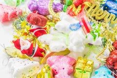 julhelgdagsaftongåvor semestrar många prydnadar Arkivbilder