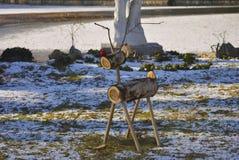 Julhjortar som göras från trädelar arkivbild