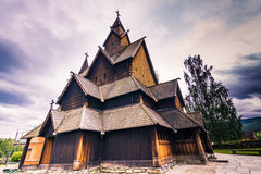 Juli 18, 2015: Fasad av Heddal Stave Church i Telemark, Norge Arkivfoto