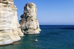 22. Juli 2015 - felsige Küstenlinie in den Milos Insel, die Kykladen, Griechenland Lizenzfreie Stockbilder