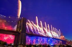 4. Juli 2014 Feuerwerke Brooklyn-Brücke Manhattan Stockfotos