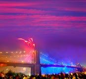 4. Juli 2014 Feuerwerke Brooklyn-Brücke Manhattan Lizenzfreie Stockfotos