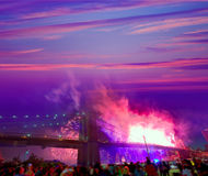 4. Juli 2014 Feuerwerke Brooklyn-Brücke Manhattan Stockfoto
