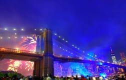 4. Juli 2014 Feuerwerke Brooklyn-Brücke Manhattan Lizenzfreie Stockfotografie
