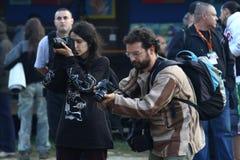 12 JULI 2013 - GARANA, RUMÄNIEN Fotografer och kameror på gatorna Royaltyfria Bilder