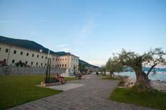 7 juli, 2013 Italië De stad van Salo op de kusten van Lake Lago Di Garda in de zomer, het gebied van Lombardije stock foto