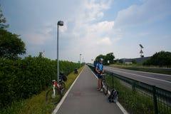 4 juli, 2013 Italië Stad van Bergamo Weg, weg en het cirkelen route het cirkelen weg aan het stadscentrum van Bergamo Orio Al-Ser stock foto's