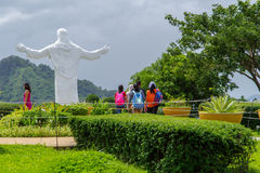 Juli 29, 2017 Jesus staty på Monasterioen de Tarlac Arkivbilder