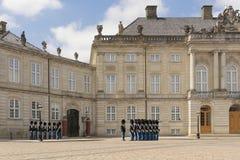 9. Juli 2018 - königlicher Schutz auf den Straßen von Kopenhagen in Kopenhagen, das vorangeht, um den Schutz am königlichen Palas stockfoto