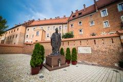 10 Juli 2017, Krakow - Wawel slott på dagen, Wawel kulle med cathed Arkivbilder