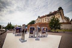 10 Juli 2017, Krakow - Wawel slott på dagen, Wawel kulle med cathed Arkivfoto