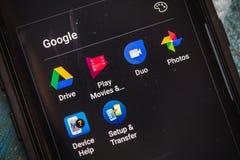1 JULI, 2017: LAS VEGAS, NV: De Gebruiker Apps die van Goolgeandroid op Samsung Galaxy S8 plus Telefoon toont Sluit omhoog select stock afbeeldingen