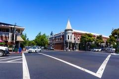 30. Juli 2018 Los Gatos/CA/USA - Einkaufs-Straße in im Stadtzentrum gelegenem Los Gatos, Süd-San- Francisco Baybereich stockfotografie