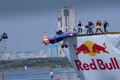 26. JULI 2015 MOSKAU: Roter Stier flugtag Tag Stockfotografie