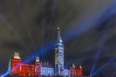 Juli 15, 2015 - Ottawa, Ontario - Kanada - kanadensiska parlamentbyggnader på natten Royaltyfri Fotografi