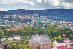28. Juli 2015: Panorama von Nidaros-Kathedrale in Trondheim, Norwa Lizenzfreies Stockbild