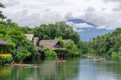 15,2017 juli rit op vlot bij de rivier in villaescudero, Laguna Royalty-vrije Stock Afbeeldingen