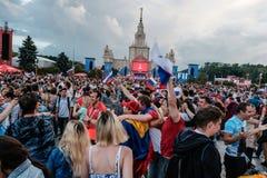 Juli 1st 2018, Moskva, Ryssland Ryska supportrar firar Royaltyfri Fotografi