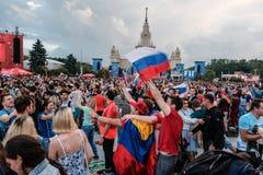 Juli 1st 2018, Moskva, Ryssland Ryska supportrar firar Arkivfoton