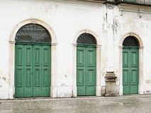 22 juli, 2018, Stad van Santos, São Paulo, Brazilië, Voorgevel met deuren van Casarão do Valongo, huidig Pele-Museum stock afbeelding