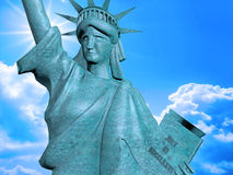 4 Juli staty med blå himmel Arkivfoto