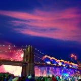 Juli 4th Brooklyn för 2014 fyrverkerier bro Manhattan Fotografering för Bildbyråer