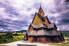 18 juli, 2015: Voorgevel van Heddal Stave Church in Telemark, Noorwegen Royalty-vrije Stock Foto's