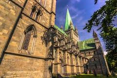 28 juli, 2015: Voorgevel van Nidaros-kathedraal in Trondheim, Noorwegen Royalty-vrije Stock Foto