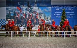 25. Juli 2015 Zeremonielle Darstellung der der Kreml-Reitschule auf VDNH in Moskau Stockfotos